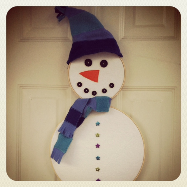 Snowman Hoopla for Front Door by SewCreativeBlog.com