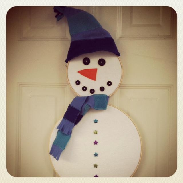 Snowman Hoopla for Front Door by SewCreativeBlog.com