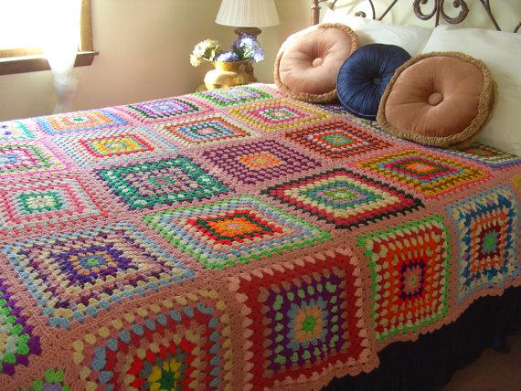 Vintage finds granny square crochet afghans hello - Alfombras patchwork vintage ...