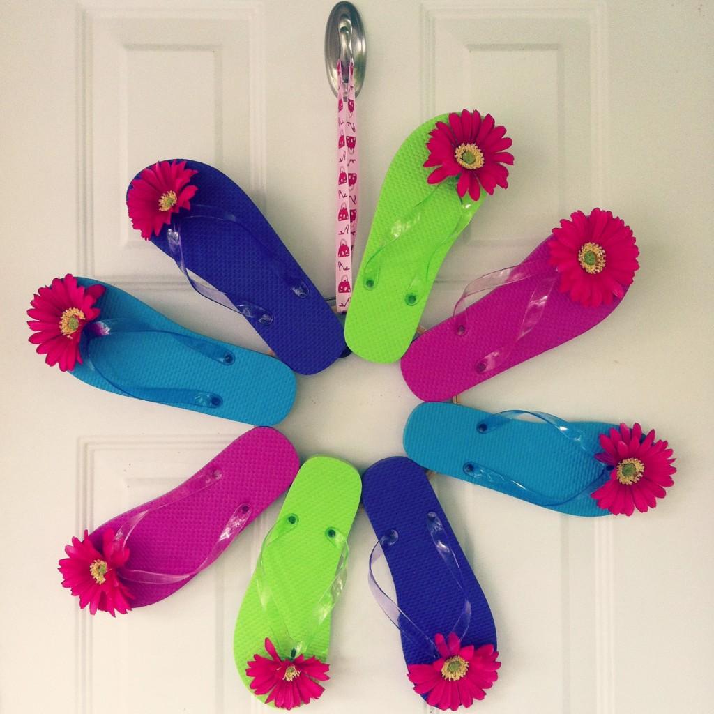 Sew Creative's DIY Flip Flop Front Door Summer Wreath Decoration