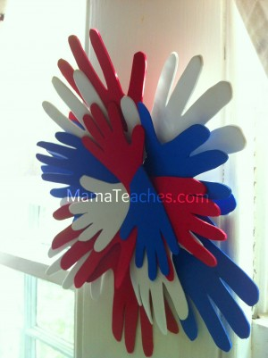 Mama-Teaches-Fourth-of-July-Hand-Wreath-Craft-for-Kids1