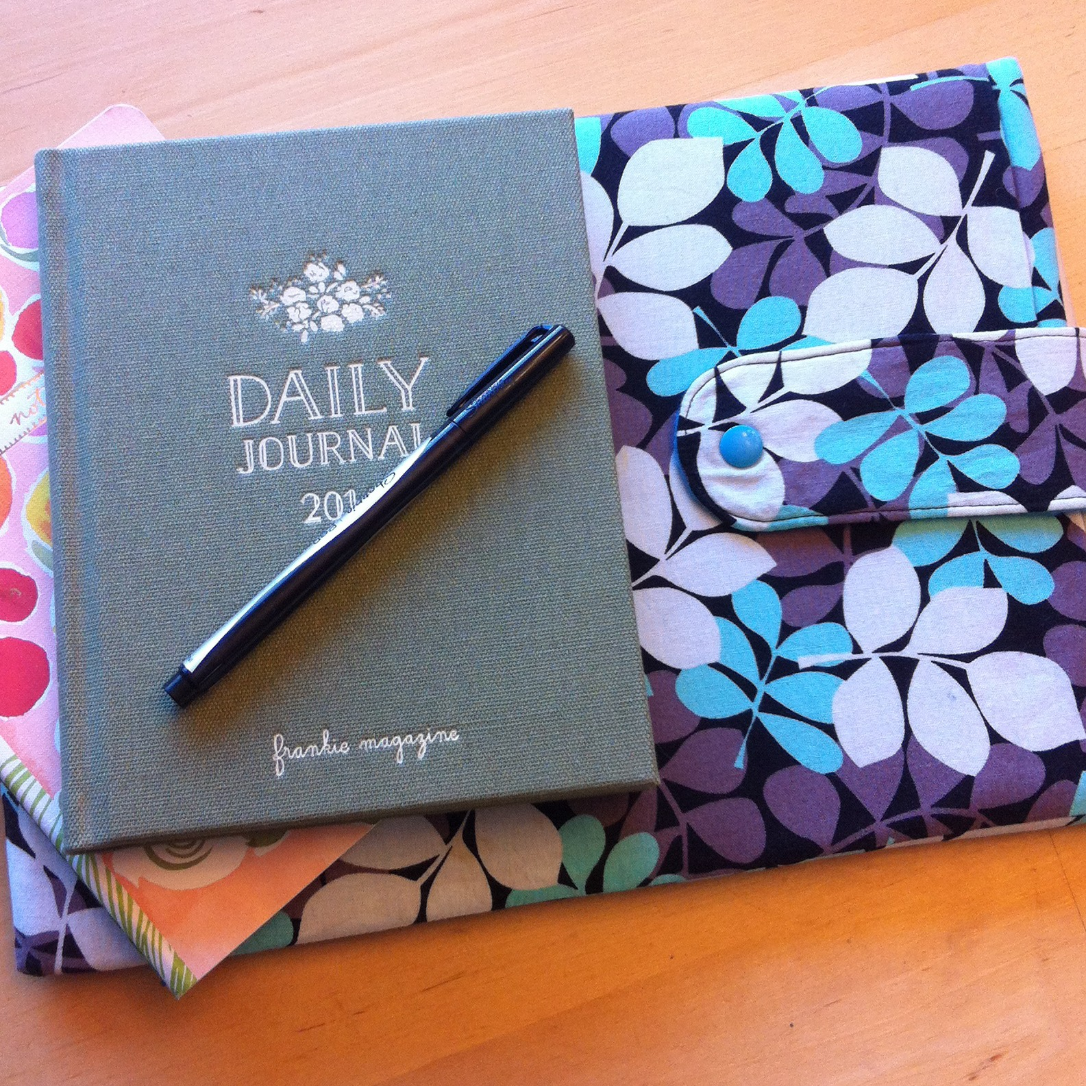1 hour diy laptop sleeve sewing tutorial for any size laptop this 60 minute laptop sleeve sewing tutorial is customizable for any size of laptop from a jeuxipadfo Choice Image