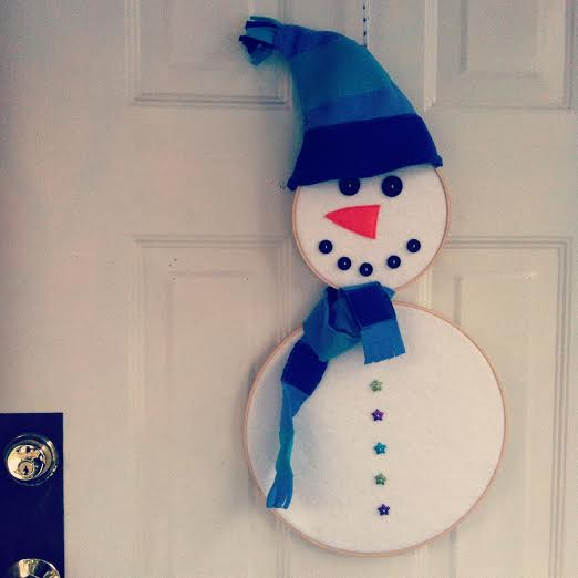 DIY Embroidery Hoop Snowman Wreath