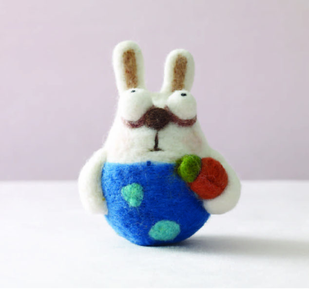 Free needle felting tutorial for making this adorable little DIY felted rabbit.