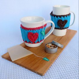 Looking for a simple crochet project that's perfect for a beginner crocheter? How cute is this free crochet pattern for a DIY Heart Mug Cozy. This would make a cute and easy handmade gift idea or a great wedding favor.