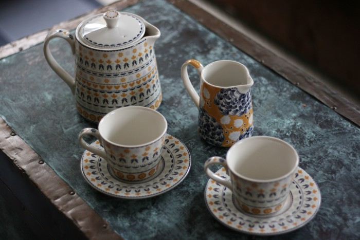 Sew Creative counts down teh days to Christmas with gift ideas for creatives. In this post she shares gifts for tea lovers including the Denby Monsoon Tea Set