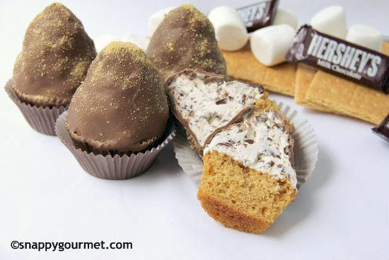 S'mores that you don't have to pull out the hibachi for? Yes please! Chunky S'mores Cupcakes Recipe