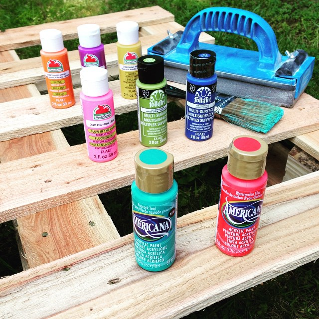 Create a fun upcycled rainbow pallet planter project with these simple instructions from Hello Creative Family. A great family weekend project.