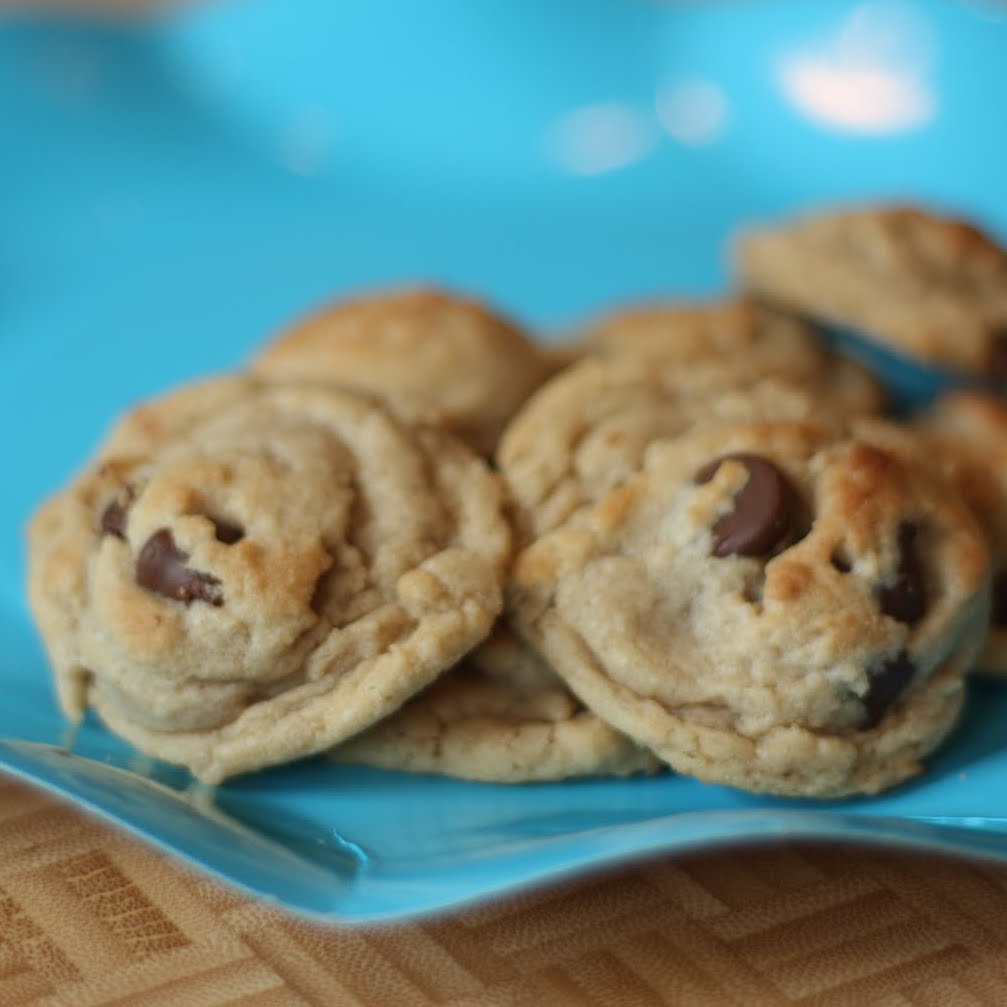 Looking to satisfy your sweet tooth without consuming a ton of calories? Check out this Mini Peanut Butter Chocolate Chip Cookies Recipe.