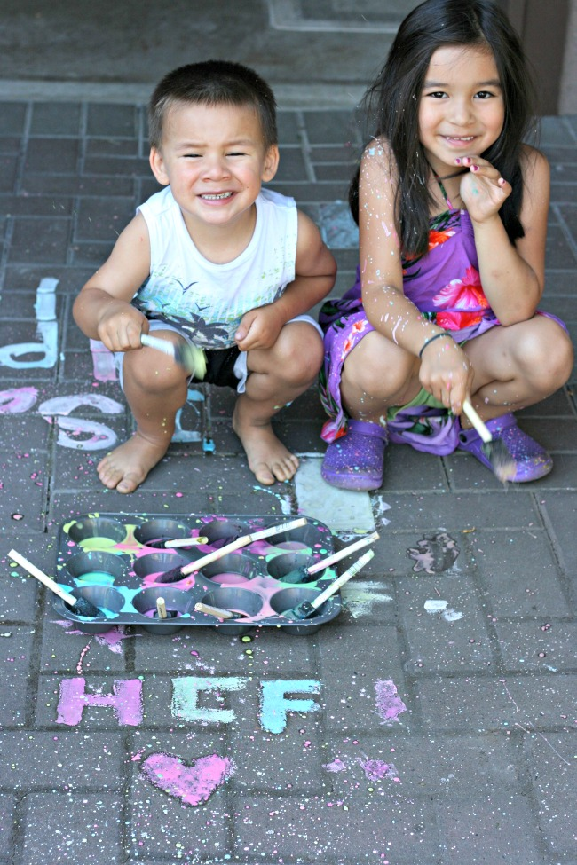 Easy DIY Chalk Paint With Ingredients You Already Have at Home! Perfect for easy cleanup splatter paint parties!