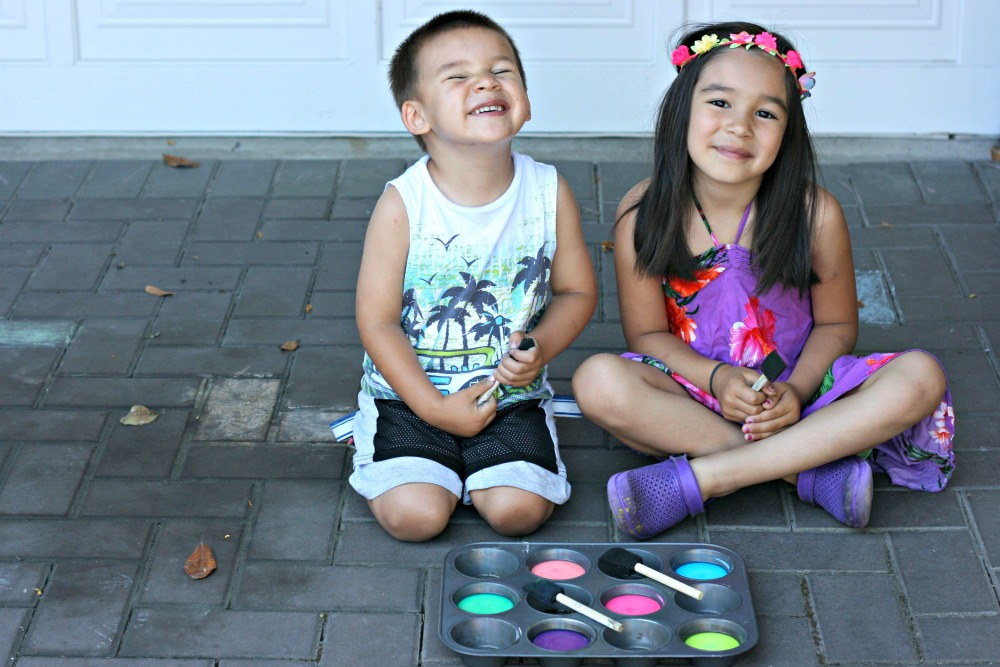 Looking for a fun outdoor summer activity with the kids Check out this Easy DIY Chalk Paint made using ingredients you already have at home! A fun kids summer art project