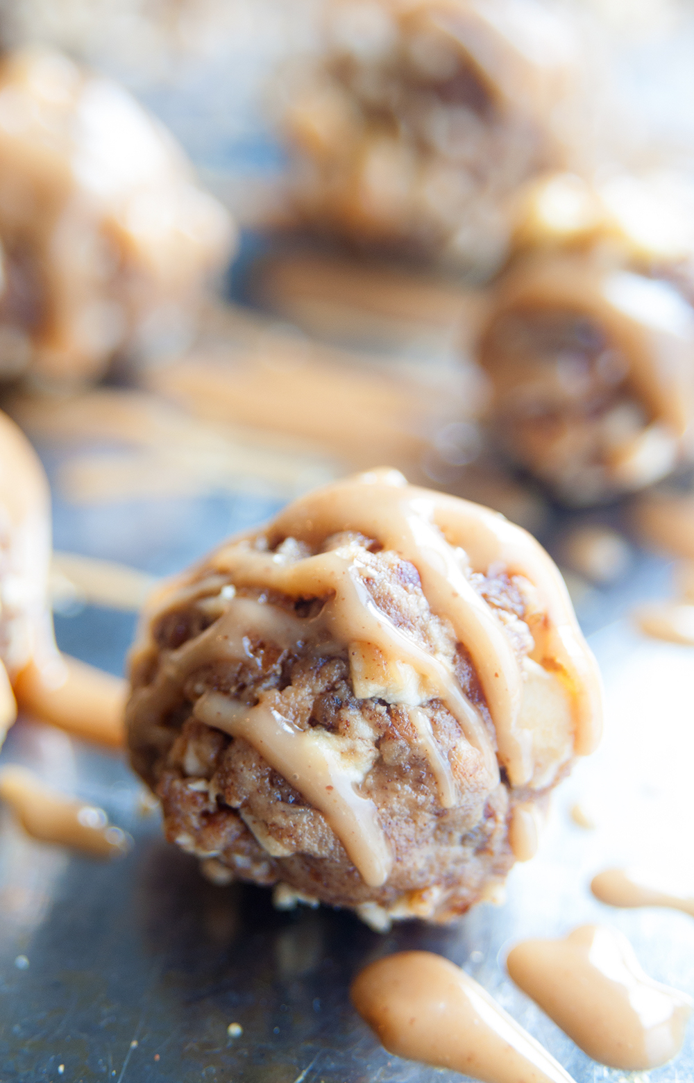 Nut free and sugar free, these 4 ingredient bliss balls are a healthy school lunch idea! Sweetened with dates and apples this nut free bliss balls recipe tastes like dessert but is guilt free! Perfect for those living a clean eating diet lifestyle!