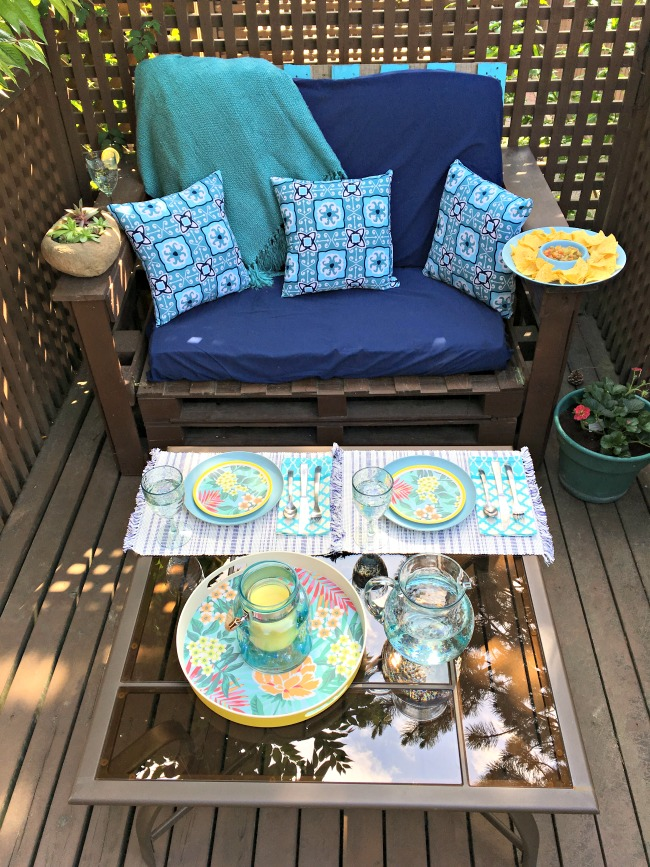 Want to create an outdoor space the entire family will love? Check out these 5 tips for creating a family friendly outdoor space from Hello Creative Family.