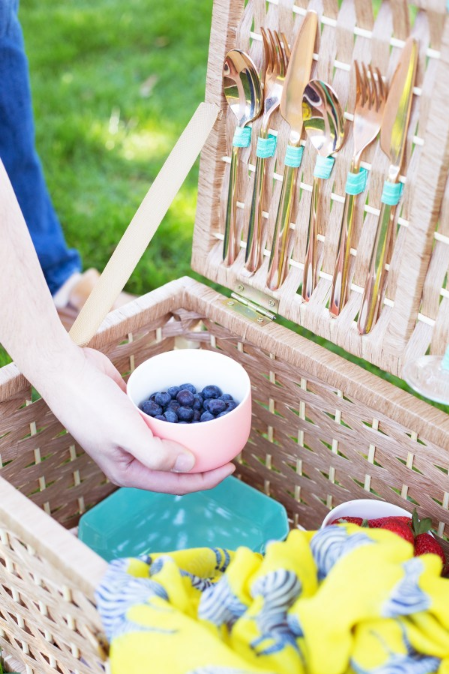 DIY Picnic Basket from Lovely IndeedDIY Picnic Basket from Lovely Indeed