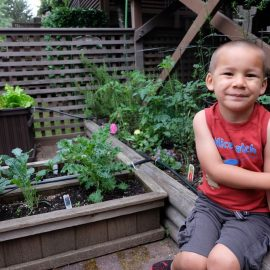 Want to start gardening with your kids? There are so many good reasons why gardening is great for a child's development! Here are 5 of our favorites!
