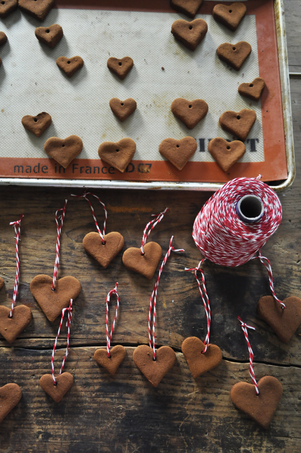 27+ DIY Christmas Ornaments Kids Can Craft- Cinnamon Applesauce Christmas Ornaments from Katy Elliott