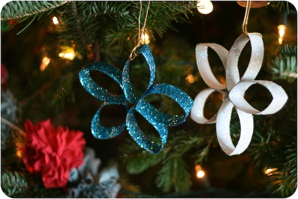 27+ DIY Christmas Ornaments Kids Can Craft- DIY Paper Towel Roll Glitter Christmas Stars from Blog A La Cart