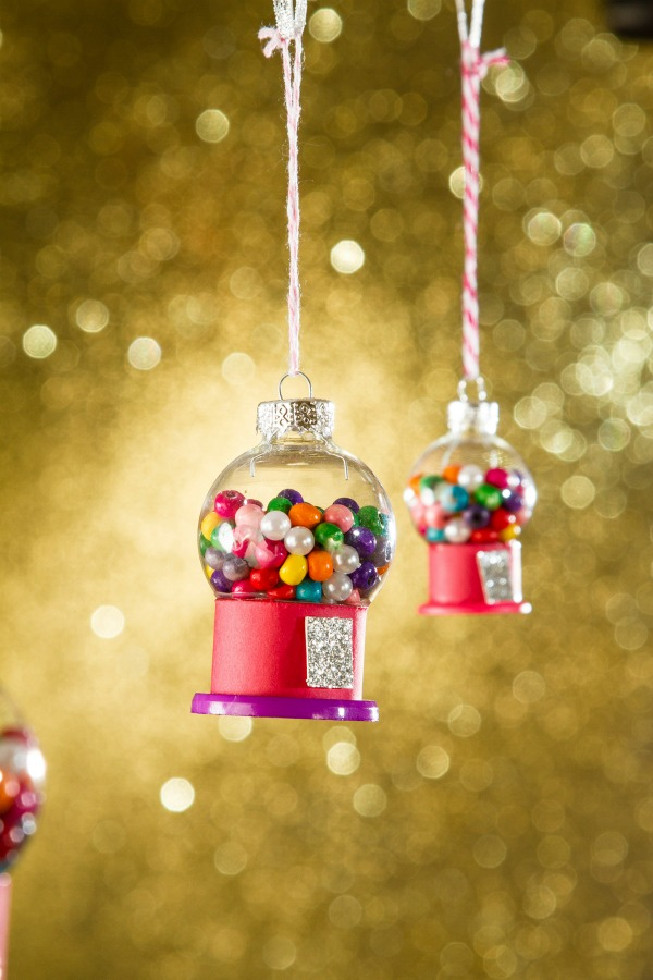 27+ DIY Christmas Ornaments Kids Can Craft- Mini Gumball Machine Christmas Ornaments from Greta's Day