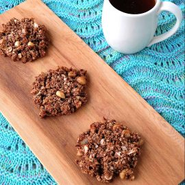 Looking for a delicious, easy and healthy breakfast idea? This chocolate coconut macadamia nut healthy breakfast cookie recipe is a delicious and guilt free way to start the day! Perfect for breakfast on the go, its gluten free, low in sugar, dairy free and packed with superfoods like raw cacao and flax seeds! Freeze extras for breakfast meal planning!