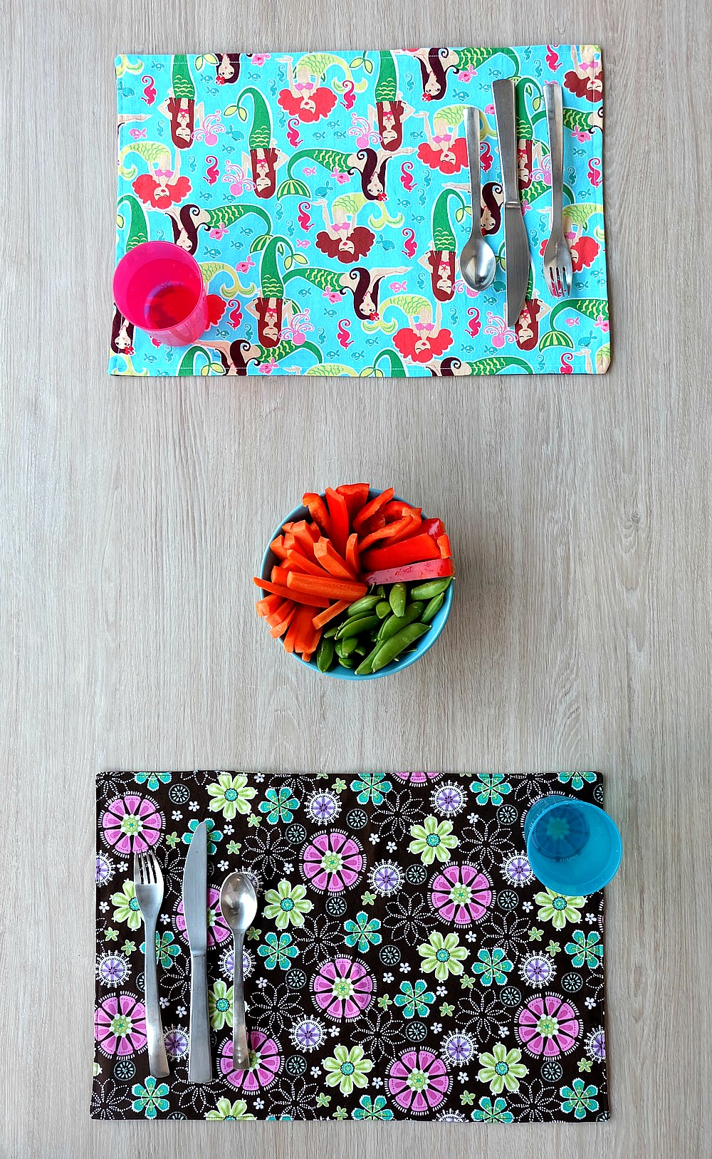 This 10 minute sewing project is perfect for beginner sewers. This free tutorial has step by step photos that make it easy to learn to sew reversible placemats that kids and adults will love. A great handmade gift idea that you can customize, this project is easy enough for kids new to sewing!