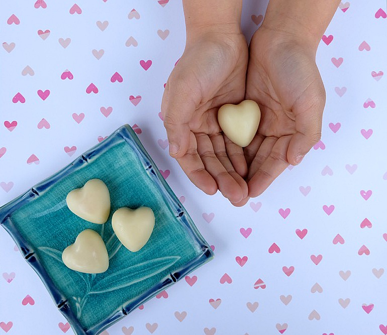The perfect all natural solution for dry skin and cracked hands! These Easy DIY Lotion Bars Recipe are simple to make and would make a wonderful handmade gift idea! Perfect for teacher gifts, candy free Easter Egg stuffers, stocking stuffers and Valentine's day gifts!