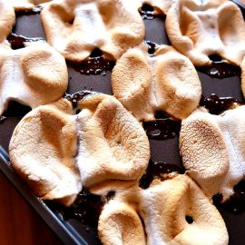 Oooey Gooey @KraftJetPuffed Marshmallows caramelize over creamy melted @HersheyCompany Milk Chocolate and golden @HoneyMaidSnacks in this delicious #sponsored dessert that can be made at your BBQ! Perfect for summertime entertaining this Oooey Gooey S'Mores Bites Recipe brings the flavors of camping right to your barbeque! This is a dessert that the entire family will love! ShareSmore