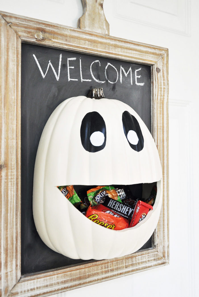 27+ Awesome Pumpkin Crafts, DIYs and Decorating Ideas- DIY Pumpkin Candy Door Hanger from Cherished Bliss