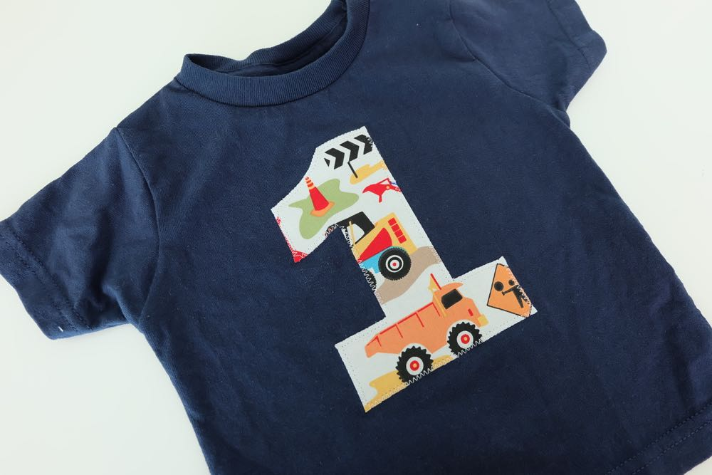 Learn how to make a appliqued letter or number birthday shirt with this simple tutorial! This is the perfect 15 minute sewing project for beginners. Perfect for kids birthday parties or for an adorable DIY graphic tshirt for everyday wear.