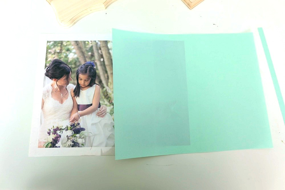 There are lots of photo to wood transfer projects out there, but a lot of them are challenging to do and take a long time. We've found the secret! Here is the Easiest Way To Transfer Photos To Wood In Minutes! It will give you perfect results every time! An easy handmade gift that is gorgeous, takes 15 minutes to make and is easy? Winning! The perfect gift idea for moms, dads, grandmas, grandpas, other family members and anyone who loves photography! #sponsored