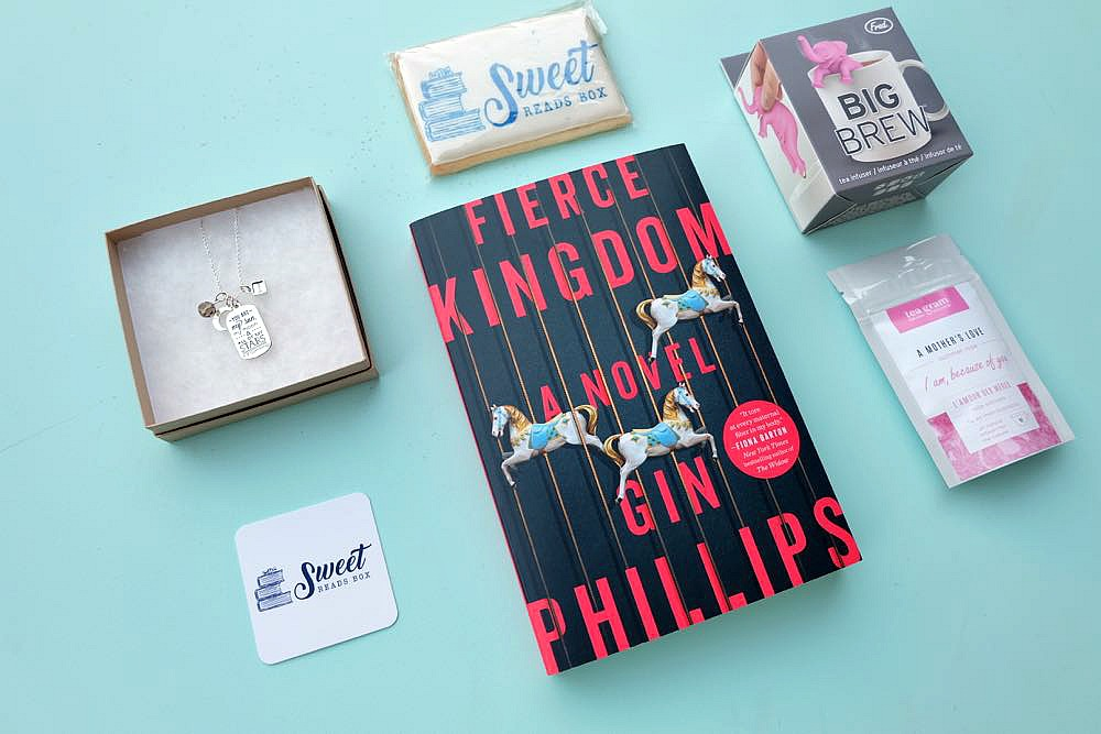 Looking for the perfect gift idea for the book lovers in your life? We're sharing the Sweet Reads Box & why it's a great gift for yourself or your book club! Perfect for Christmas, Mother's Day, Birthdays or for a mama to be at her baby shower!