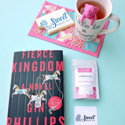 Looking for the perfect gift idea for the book lovers in your life? We're sharing the Sweet Reads Box & why it's a great gift for yourself or your book club! Perfect for Christmas, Mother's Day, Birthdays or for a mama to be at her baby shower! #giftidea #books