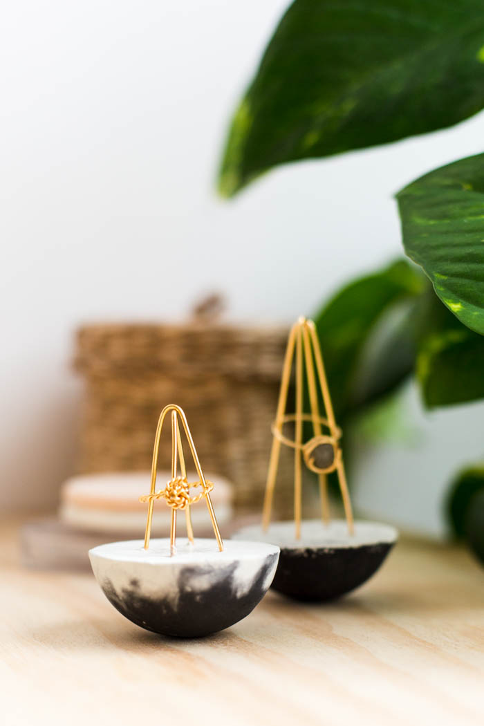 50 Easy Handmade Gift Ideas You'll Love: DIY Concrete Wire Ring Holders from Fall For DIY