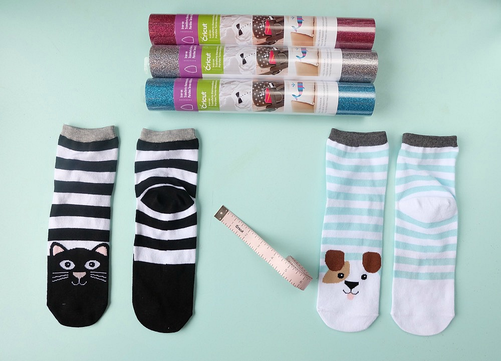 """The perfect handmade gift idea for dog and cat lovers! These DIY dog and cat themed """"If You Can Read This Socks"""" are easy to make and turn out so cute! Change the wording using our free Cricut Cut File! This is an adorable stocking stuffer idea under $5.00! Perfect for Easter Basket Stuffers too!"""