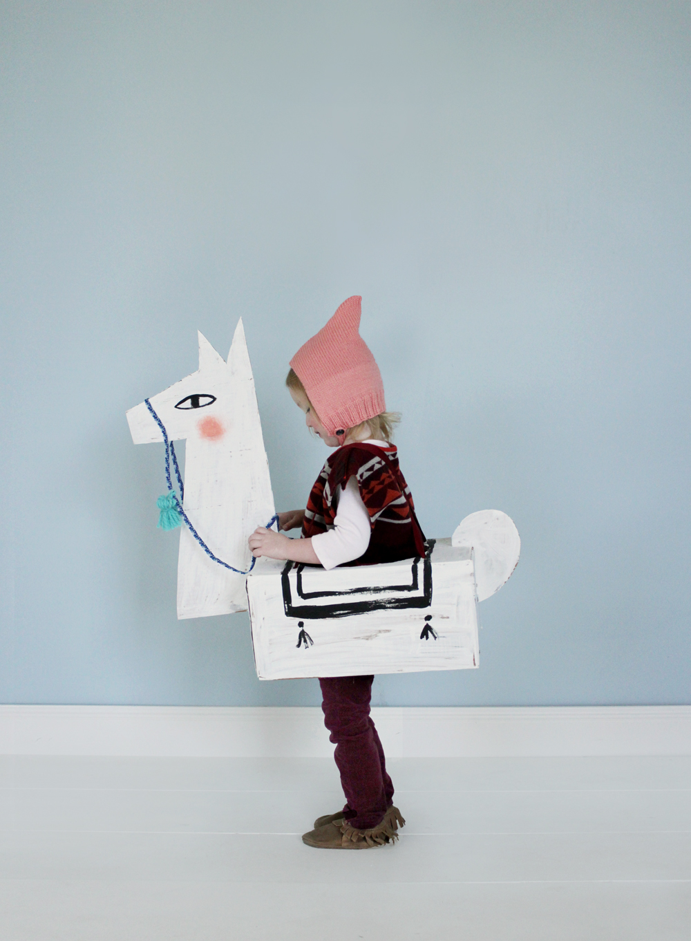 50+ Lovely Llama Crafts, Printables, SVG's DIY's, Food and Gift Ideas: Cardboard Llama Costume from Mer Mag