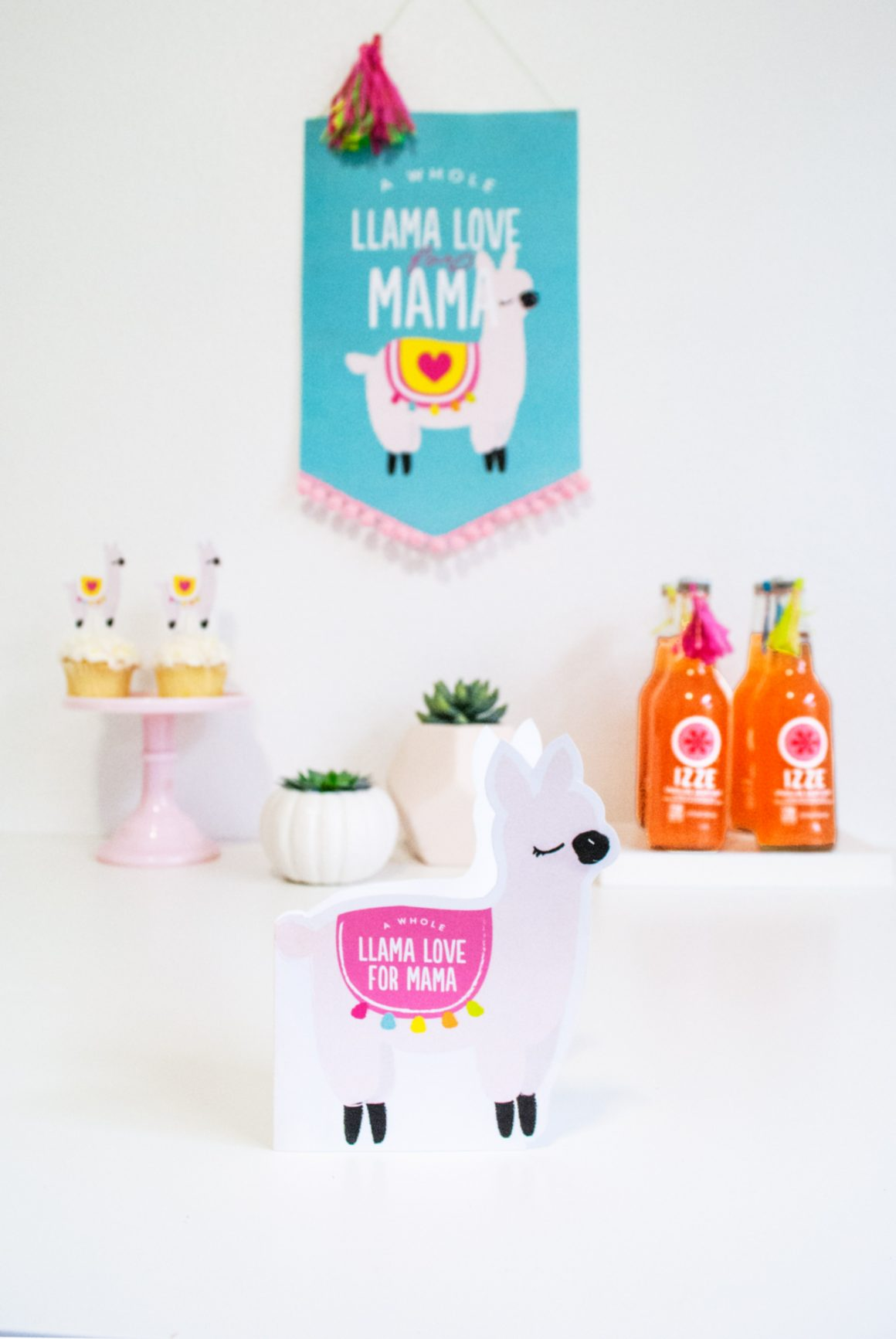 50+ Lovely Llama Crafts, Printables, SVG's DIY's, Food and Gift Ideas: Llama Love for Mama Mother's Day Card from Project Nursery