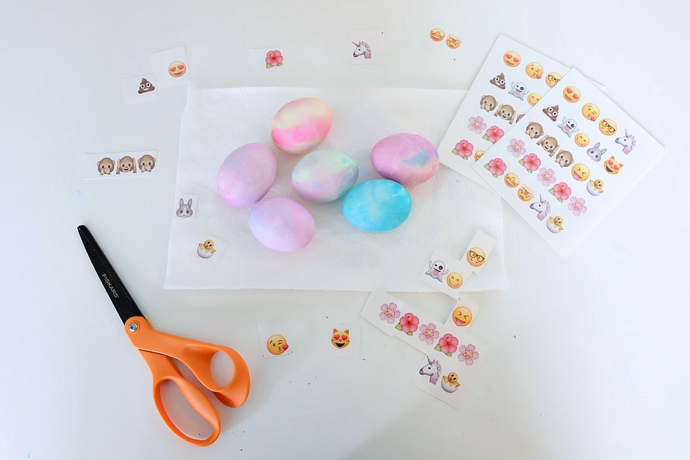 Hippity Hop! Easter is almost here and this fun project is perfect for the holiday! Make adorable DIY Emoji Easter Eggs with this fun tutorial that kids will love to craft! Shares instructions for dying the eggs with whipped cream and food coloring as well as applying the emojis with printable temporary tattoo paper! Includes the free printable too! #Easter #emojis #kidscrafts