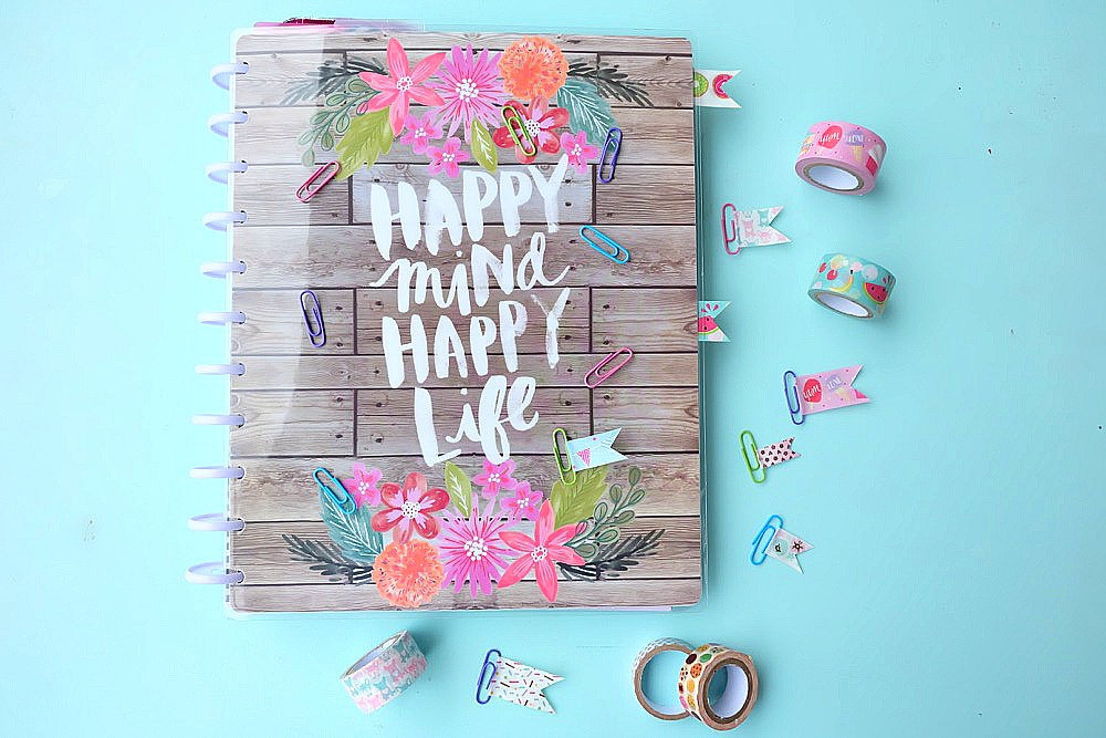 Planner addicts unite with this adorable and easy 5 minute DIY Washi Tape Planner Clips Tutorial. Turn paper clips and washi tape into adorable bookmarks to decorate your Happy Planner or bullet journal. You will love this fun craft project with simple step by step photos! #happyplanner #washitape #crafts #DIY