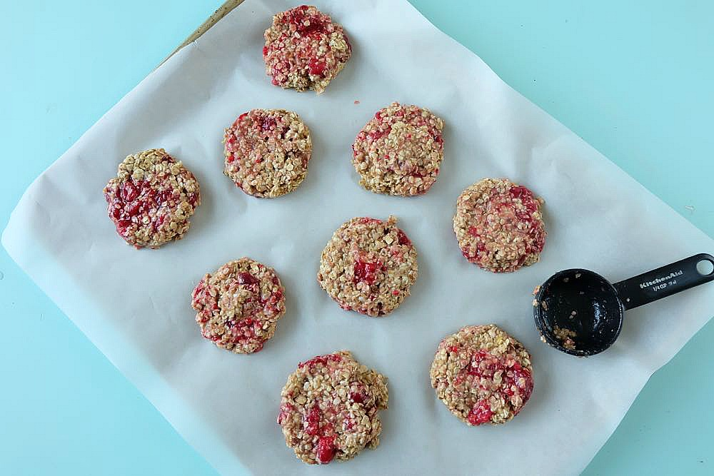 Looking for a delicious, easy and healthy breakfast idea? This healthy lemon raspberry breakfast cookie recipe is a delicious and guilt free way to start the day! Perfect for breakfast on the go, its gluten free, low in sugar, dairy free and packed with the bright and beautiful flavors of lemon and raspberries! Freeze extras for breakfast meal planning!