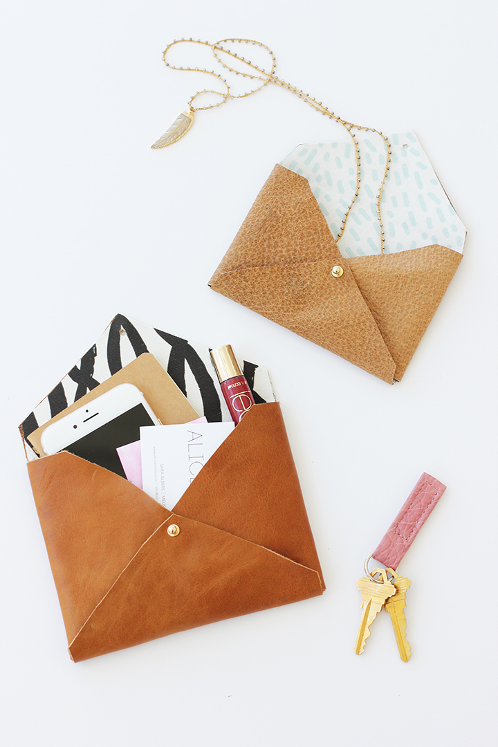 37+ Handmade Gift Ideas For Mom That She's Guaranteed To Love: DIY Envelope Clutch from Alice and Lois