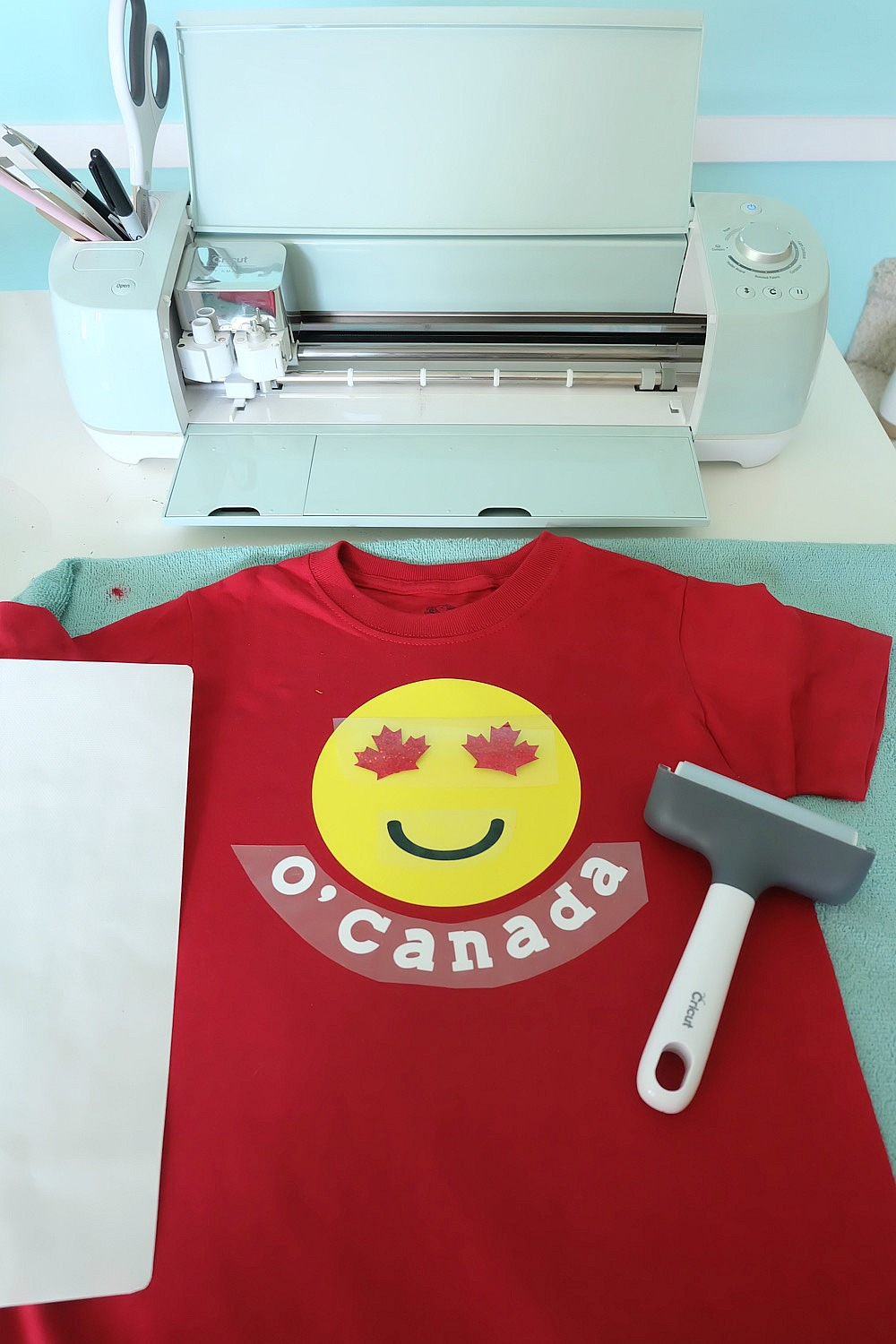 Celebrate your Canadian Patriotism and your love for emojis with one super cute shirt! This DIY Canada Emoji Shirt has maple leafs for the eyes and is perfect for Canada Day. Includes step by step instructions and photos along with the cut file. Perfect for making with your Cricut Explore Air or your Cricut Maker. Get crafting! #CricutMade #emojis #Cricut #CanadaDay #DIY