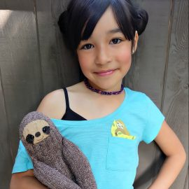 Super cute and easy to make, these DIY pocket animal shirts have an adorable sloth peeking out of the pocket! This craft project takes less than 5 minutes to make and is a great handmade gift! Perfect for back to school fashion, pocket shirts are the latest kids fashion trend! #DIY #Craft #KidsClothing #CricutMade