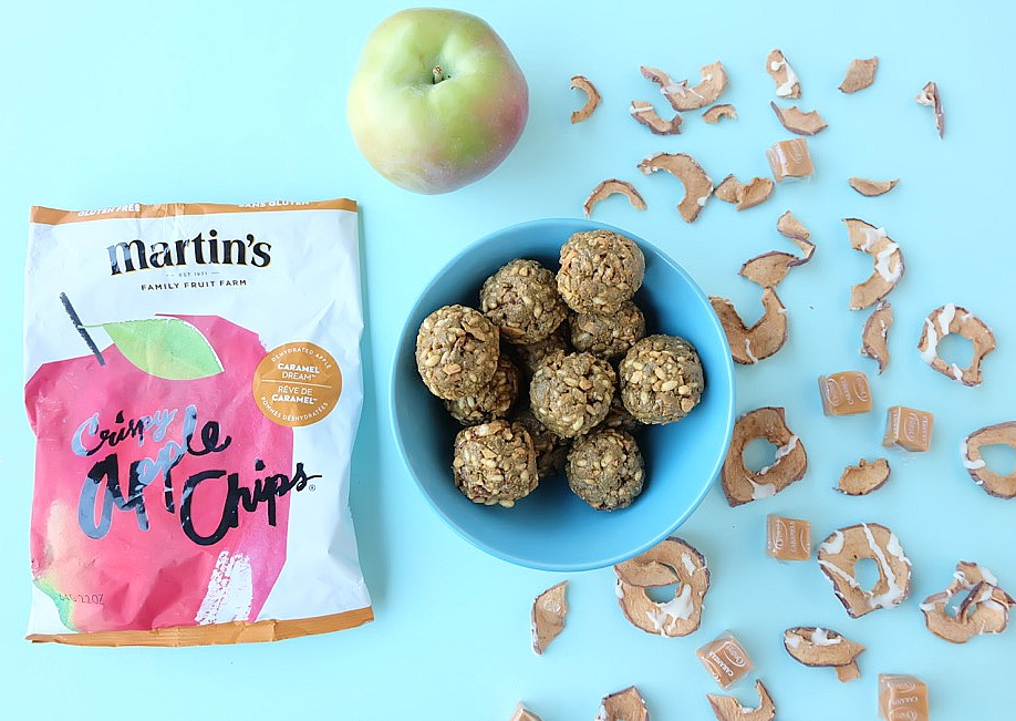 The perfect 5 minute prep snack idea! This caramel apple no bake energy bites recipe is delicious, nutritious and perfect for school lunches. Packed with protein these nut free bliss balls are a family friendly snack idea. Get the kids to help make this easy snack recipe! #Recipe #Apples #AppleRecipe #SnackIdea #Sponsored