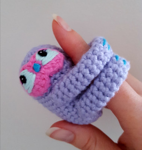 Sloth Crafts, Printables, SVG's DIY's, Food and Gift Ideas: Finger Sloth Crochet Pattern from Dinki Dots