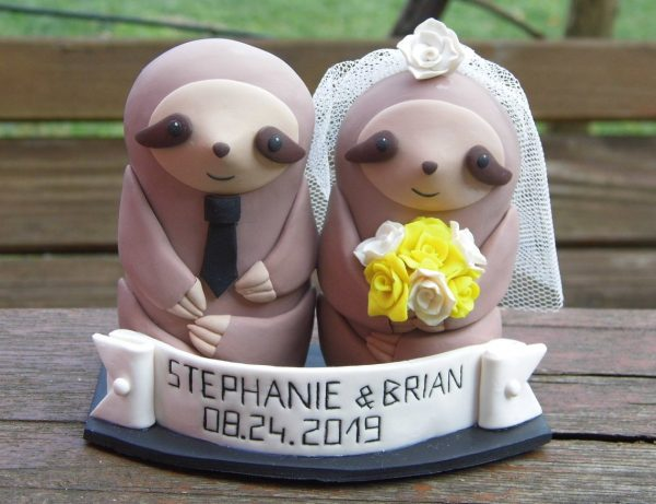 Sloth Crafts, Printables, SVG's DIY's, Food and Gift Ideas: Sloth Birthday Cake or CupSloths Wedding Cake Topper from Figures Anya