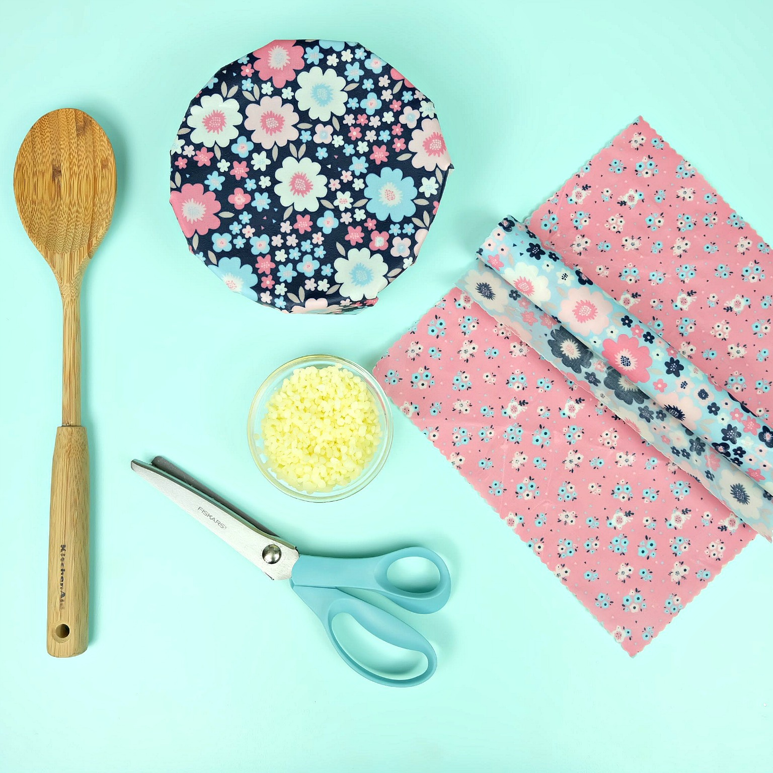 Easy DIY Beeswax Food Wrap- An Eco Friendly Alternative to Plastic Wrap