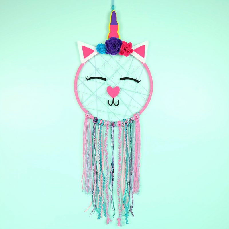 Caticorn Crafts Dream Catcher from The Book Caticorn Crafts by Crystal Allen of Hello Creative Family. #Caticorn #Unicorn #CaticornCrafts #UnicornCrafts
