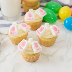 Learn how to make Easter Bunny Butt Cupcakes with this easy holiday recipe! Perfect for Easter day, classroom treats or Easter parties! The cutest Easter treat ever! Get your kids involved baking and decorating these adorable Easter cupcakes. #Cupcakes #Baking #Easter #Recipe