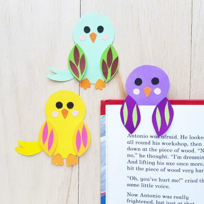 Create a sweet bird bookmark craft with your kids using our free printable template, construction paper and glue! An easy kids activity that is perfect for spring! A wonderful project to build on your spring homeschooling lessons. #KidsActivities #SpringCrafts #KidsCrafts #DIY #Crafts