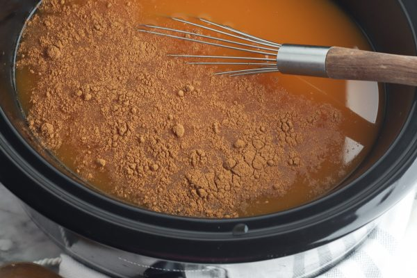 Step by step instructions for making easy pumpkin spice apple cider recipe. Make in your crockpot or instant pot.