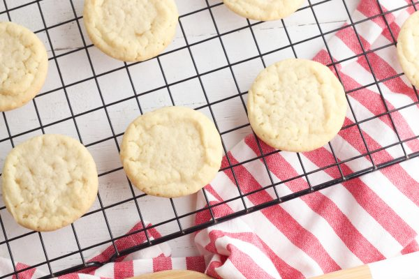 Prepare the cookies according to package instructions and then set aside to cool.